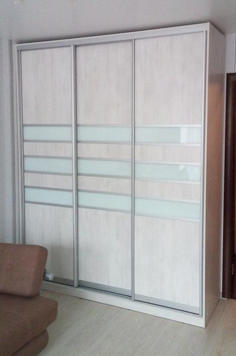 Белые шкафы-купе-Шкаф-купе из стекла Лакобель «Модель 41»-фото1