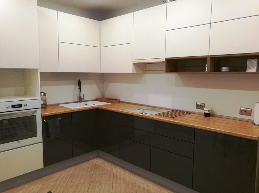 Белый кухонный гарнитур-Кухня МДФ в ПВХ «Модель 124»-фото1