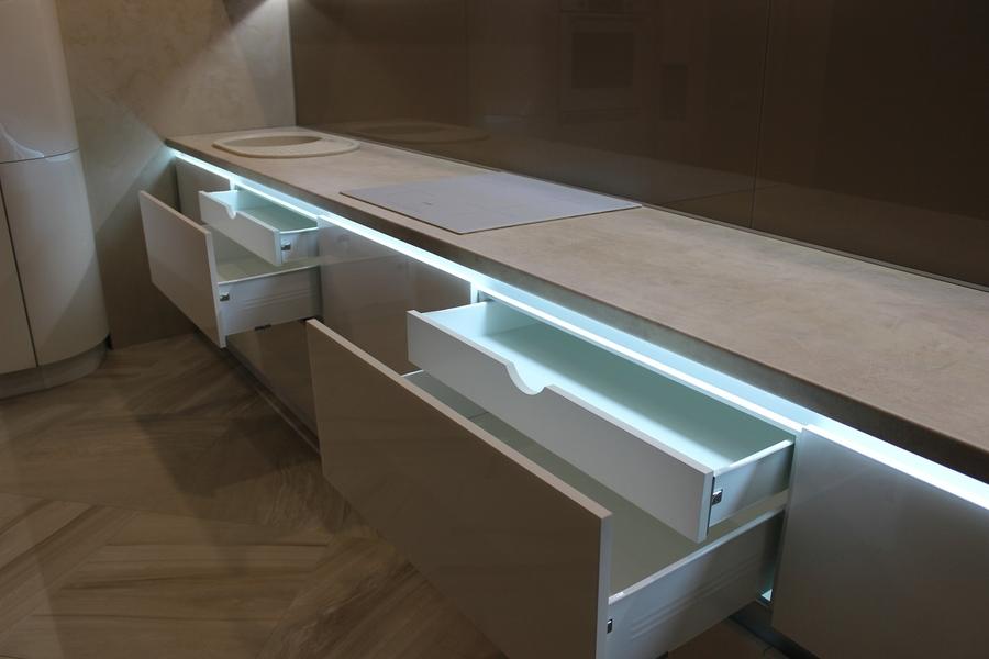 Белый кухонный гарнитур-Кухня МДФ в эмали «Модель 439»-фото4