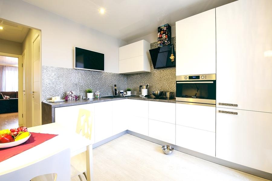 Белый кухонный гарнитур-Кухня МДФ в эмали «Модель 409»-фото1