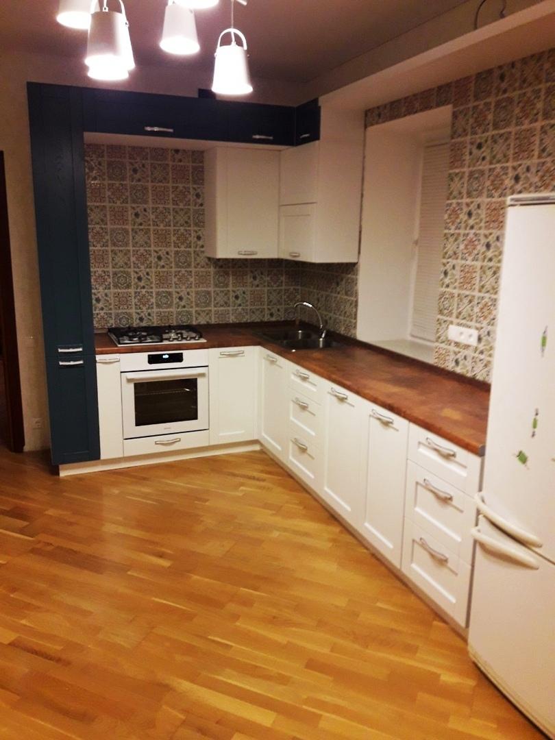 Белый кухонный гарнитур-Кухня МДФ в ПВХ «Модель 529»-фото1