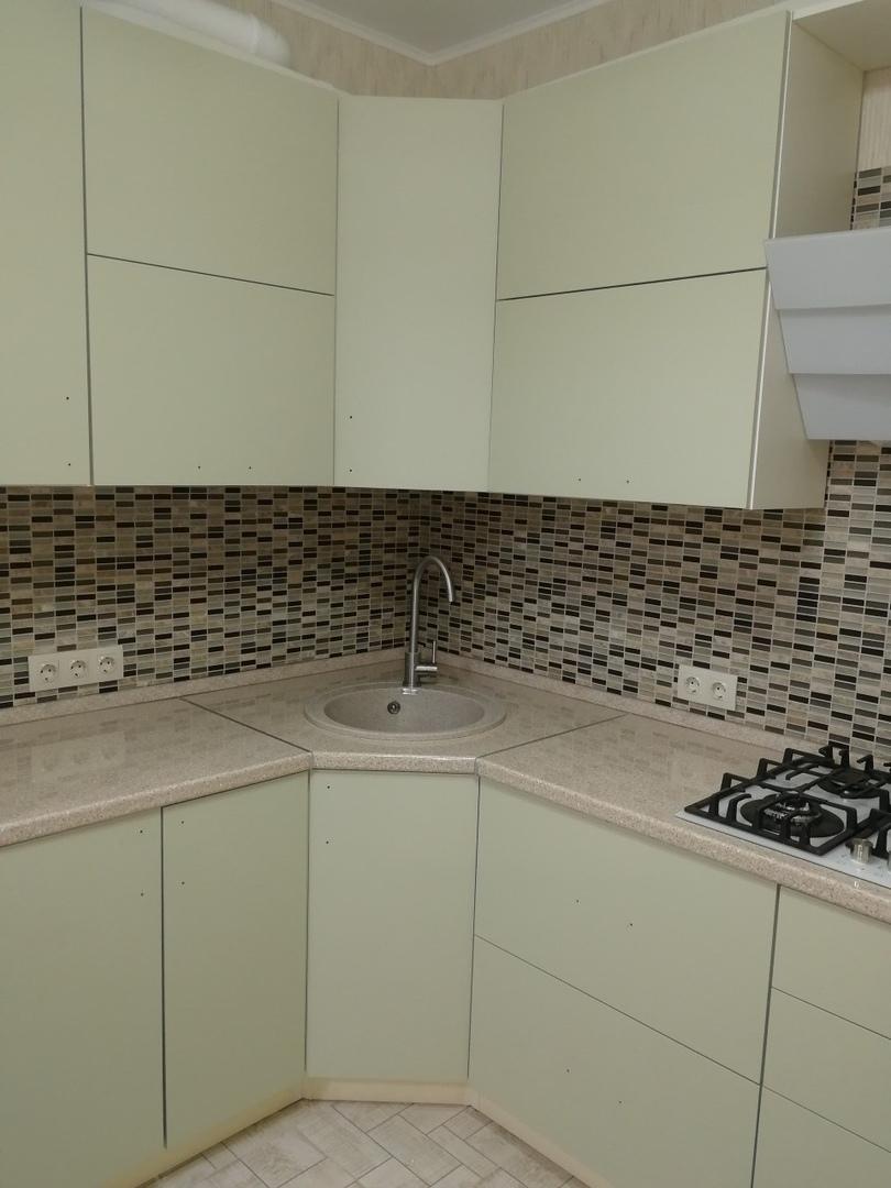 Белый кухонный гарнитур-Кухня МДФ в ПВХ «Модель 526»-фото2