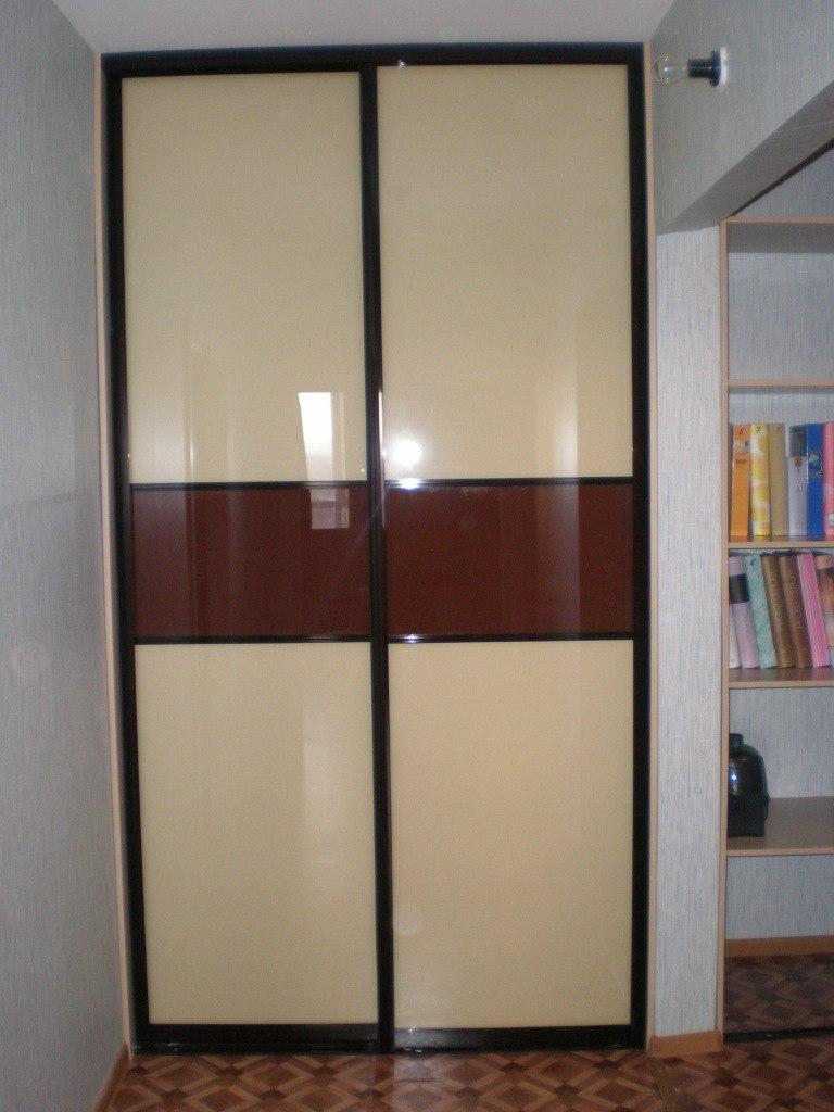 Встроенные шкафы-купе-Шкаф-купе из стекла с Oracal «Модель 119»-фото3