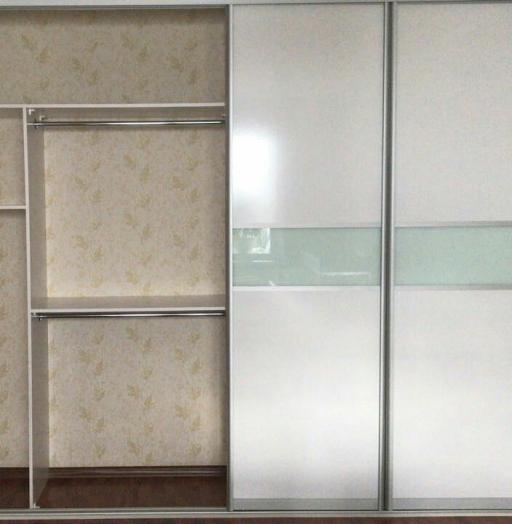 Белые шкафы-купе-Шкаф-купе из стекла Лакобель «Модель 136»-фото3